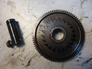 as + tandwiel idle gear -- cb400n 1981, cb400 cm400 cb450 cm450 	as 28114-413-780 /tandw 28130-413-780